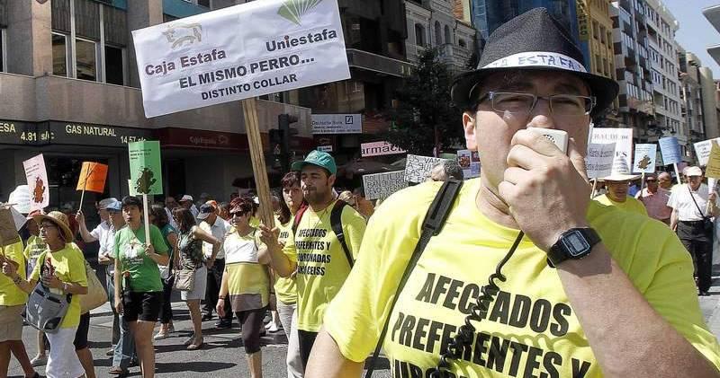 Protesta de los afectados por las preferentes de Ceiss FUENTE DIARIO DE LEON