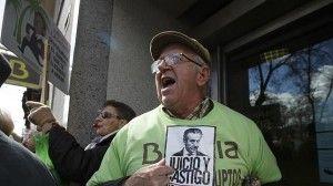 Afectados por las preferentes increparn a Blesa en el juzgado FUENTE Diario ABC