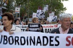 Grupo de afectados por las preferentes en Barcelona FUENTE El Diario.es