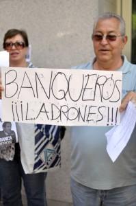Un 72 por cien de los españoles no confia en los bancos despues del escandalo de las preferentes FUENTE Diario Mi Ciudad Real