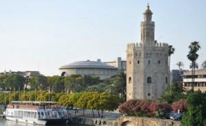 Arriaga Asociados en Sevilla tiene su despacho frente a la Torre del Oro FUENTE Wikipedia