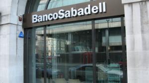 Los afectados reclaman una fianza al Banco de Sabadell para que se haga cargo de las preferentes de la CAM FUENTE Flickr.com