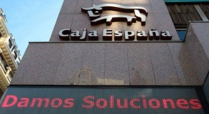 Las cajas de Castilla y Leon vendian preferentes mientras pagaban dietas a sus directivos FUENTE es.wikipedia.org