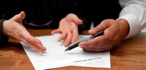 Si una herencia tiene deudas es conveniente acudir a un abogado FUENTE pixabay.com