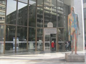 Los bancos estan perdiendo mayoritariamente las demandas de preferentes en los juzgados FUENTE commons.wikimedia.org