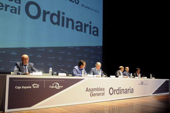 Imagen de una de las asambleas ordianrias de Caja Espana Duero. FUENTE El Pais