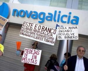 Afectados por las preferentes de Novagalicia Banco siguen sin solucion desde el 20 de diciembre FUENTE Elperiodico.com