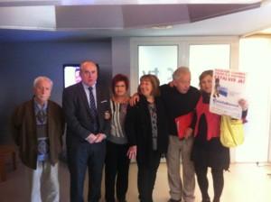 Jesus Ruiz de Arriaga con miembros de la Plataforma Estafa Banca en uno de los programas del Canal Catala TV
