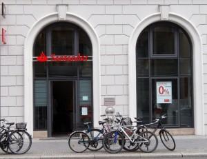 Los tribunales de justicia acumulan muchas demandas por la venta de Valores Santander FUENTE en.wikipedia.org