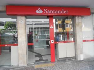 La primera sentencia sobre valores Santander, dictada hace dos años, animo a los afectados a reclamar su dinero en los juzgados FUENTE en.wikipedia.org