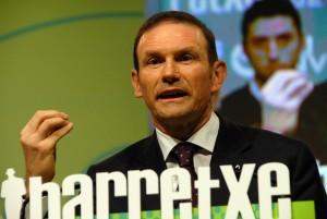 Ibarretxe modifico la ley de Cooperativas de Euskadi para que las preferentes de Eroski y Fagor se vendieran FUENTE commons.wikimedia.org