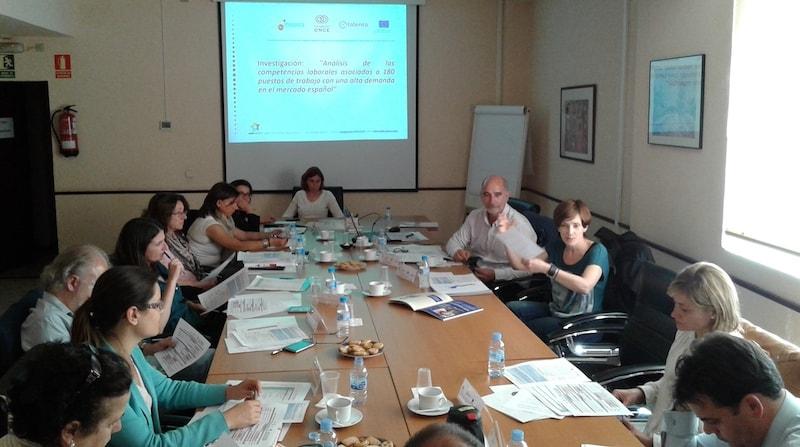 El equipo de expertos analizando el proyecto 180y+ FUENTE areteactiva.com